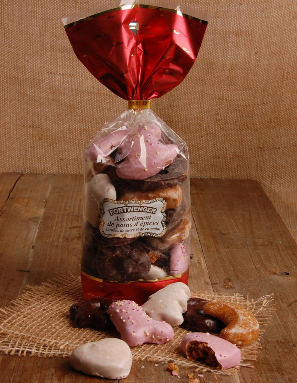 Assortiment de pains d'épices enrobés de sucre et de chocolat