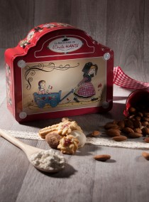 """Valisette rouge Biscuiterie de l'OncleHansi """"La promenade des enfants"""""""