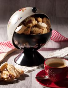 Sucrier Hansi noir garni de petits gâteaux
