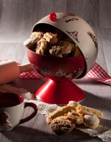 Sucrier Hansi rouge garni de petits gâteaux